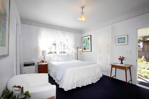 seagull inn bed and breakfast guestroom