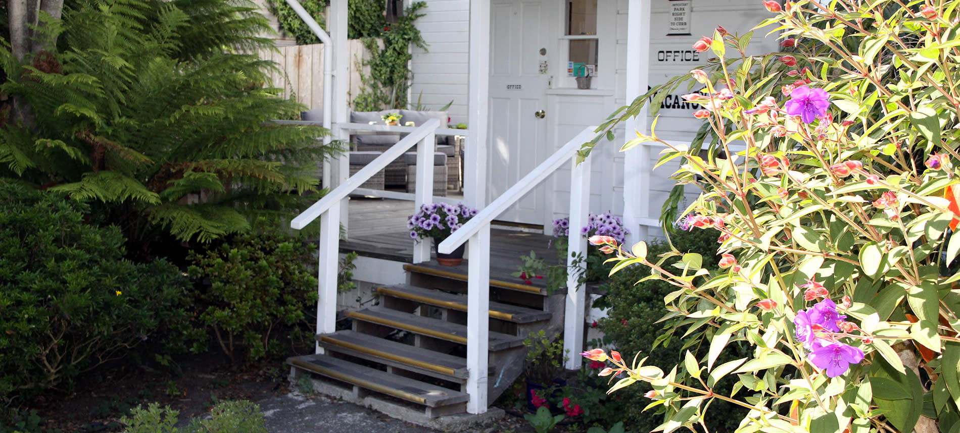 seagull inn mendocino bed and breakfast steps to front door