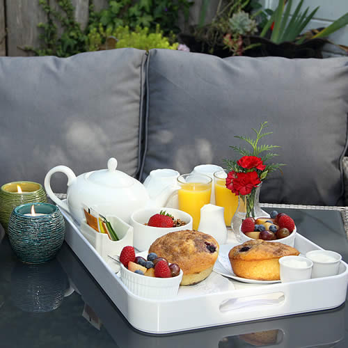 mendocino bed and breakfast - tray of muffins and fruit