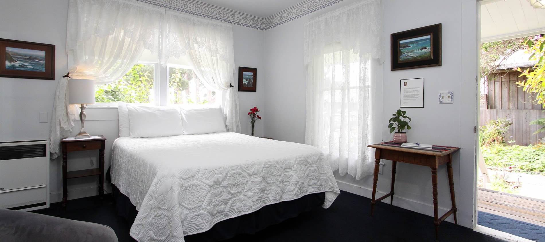 seagull inn guestroom with bed and windows